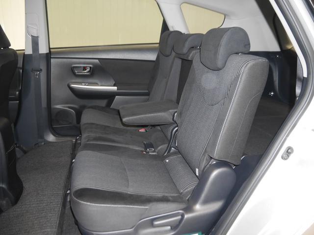 トヨタ プリウスアルファ S FF