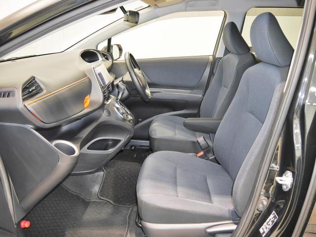 こだわりの「美車モン」洗浄でシートは隅々まで綺麗にしてあります!いつでも快適に気持ちよく乗っていただけます♪運転席は快適なアームレスト付き