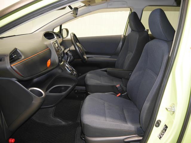 こだわりの「美車モン」洗浄でシートは隅々まで綺麗にしてあります!いつでも快適に気持ちよく乗っていただけます♪運転席はアームレスト付き
