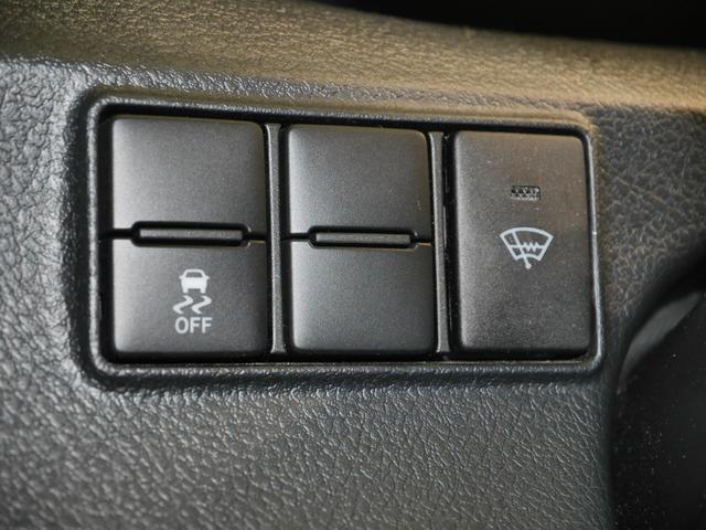 VSC(横滑り防止)・TRC(トラクションコントロール)OFFスイッチ、ガラスの曇りや凍結を素早く取るフロントガラス熱線スイッチ