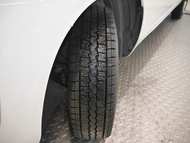 現着タイヤは、スタッドレスタイヤです