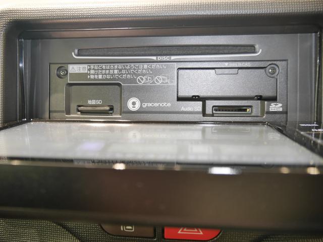 ナビモニターOPENするとCD挿入口があります