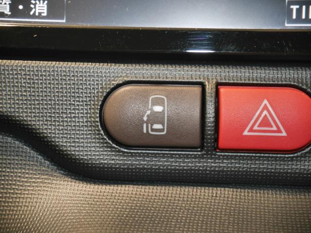 狭い場所でも乗り降りしやすいパワースライドドアです。後席からも開閉操作ができるので便利ですね♪
