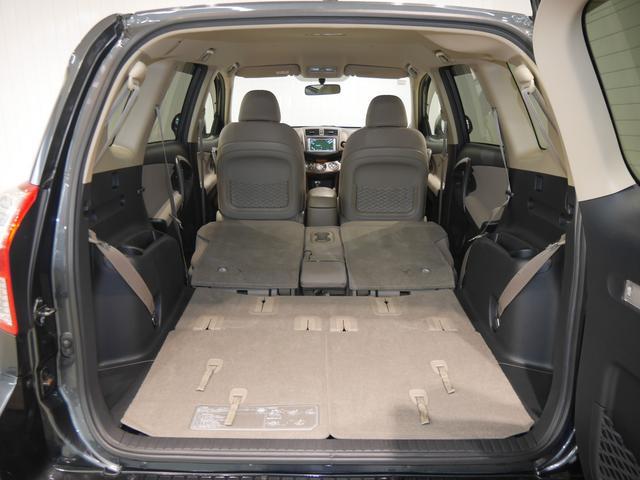 サードシートを格納すれば広いラゲッジスペースが広がり、荷物がたっぷり積めるので買い物やレジャーで大活躍です