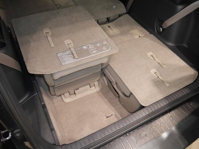 サードシートは左右独立して格納できるので色々な使い方が出来ますね♪