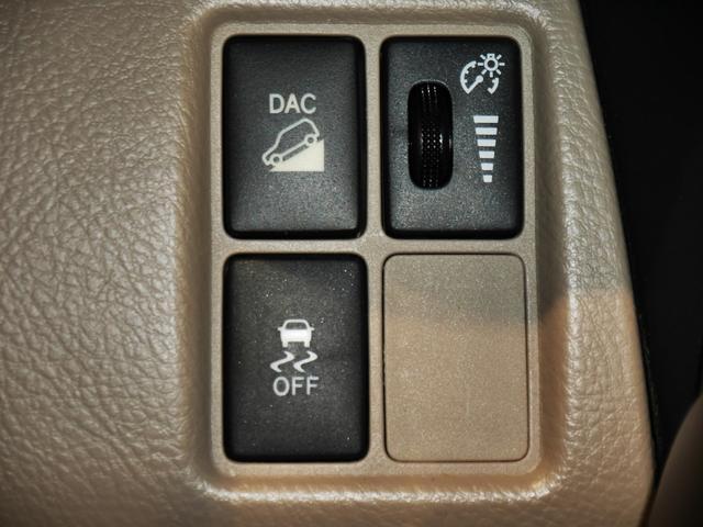 DAC(ダウンヒルアシストコントロール)スイッチ、VSC・TRC OFF スイッチ、メーター照度調整ダイヤル