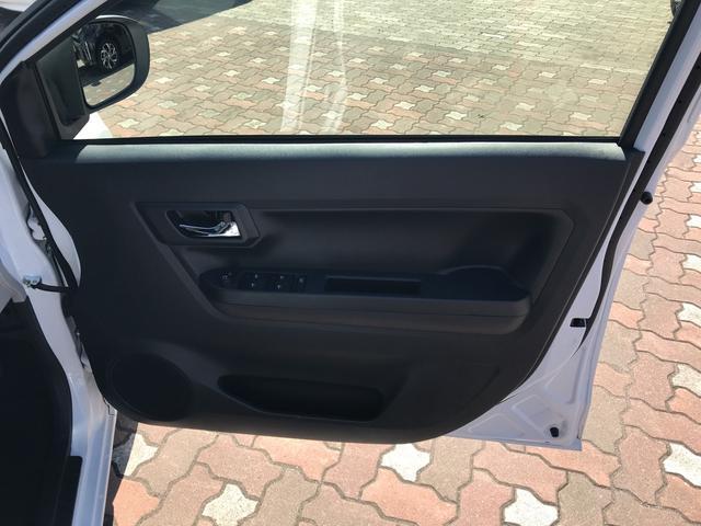 X リミテッドSAIII 4WD スマートアシスト LEDヘッドライト アイドリングストップ VSC(横滑り抑制機能) 前後コーナーセンサー デジタルメーター オートライト キーレスエントリー(12枚目)