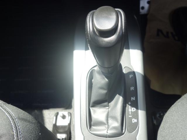 マニュアルモード付きシフトレバー!マニュアル車を運転してるかのような操作が出来ます!