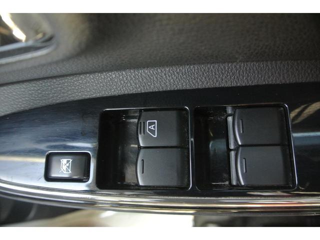 販売車両は1台1台にJAAA鑑定士(日本自動車鑑定協会)が入念かつ厳しいチェックを通して、内装・外装・機関・修復、の4つの項目を鑑定し状態を表記していますのでとても安心です。