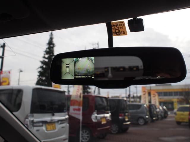 アラウンドビューモニター(全周囲モニター)がルームミラーに組み込まれています。後退時などで車両周囲の安全確認がしっかりできます。