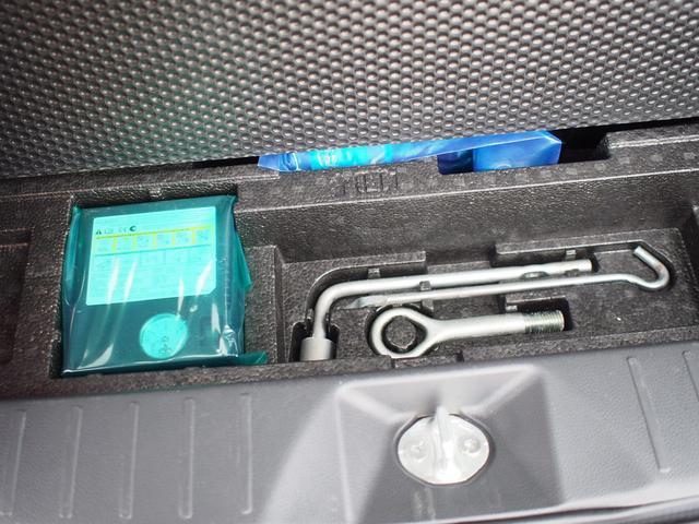 車載工具類は荷室下に収納されています。