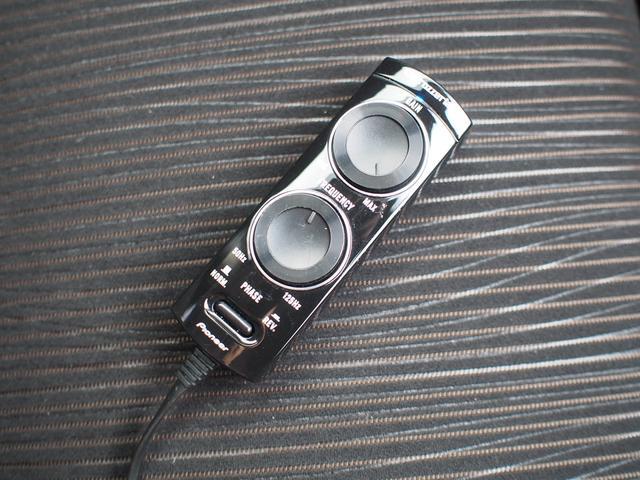 アクティブウーハー用のリモコンです。低音の強さを調節できます。