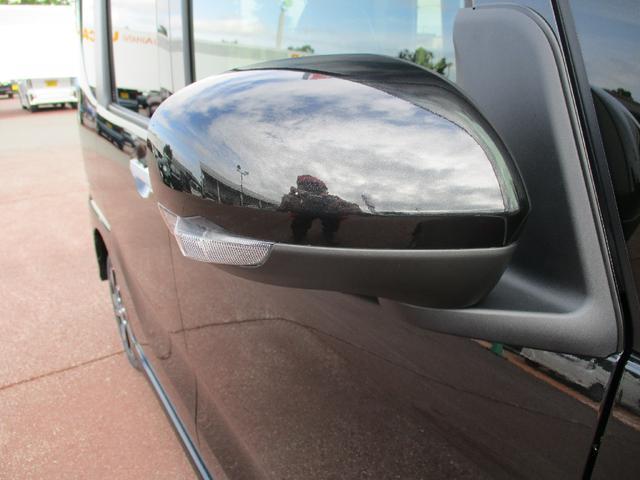 ドアミラーはターンランプ内蔵。対向車からも見やすく事故防止に貢献します。