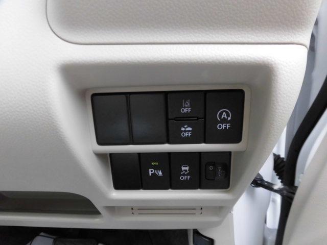 各種スイッチ。ヘッドアップディスプレイの操作もこちらから可能です。