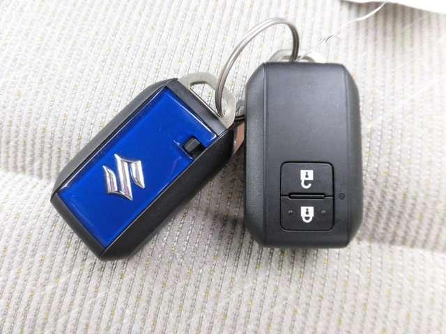 リモコンキーはポケットやバッグに入れたままでドアの施錠・開錠、エンジンスタートが可能