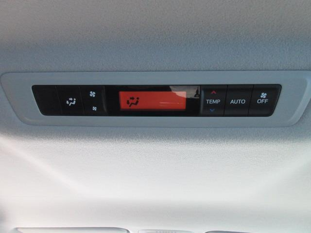 ZS 4WD DVD再生 衝突被害軽減システム 電動スライドドア LEDヘッドランプ ウオークスルー 乗車定員7人 3列シート ワンオーナー アイドリングストップ(27枚目)