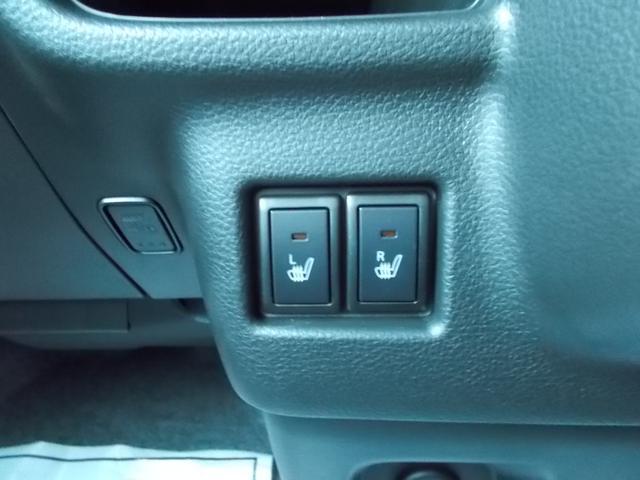 前席左右にシートヒーター装備