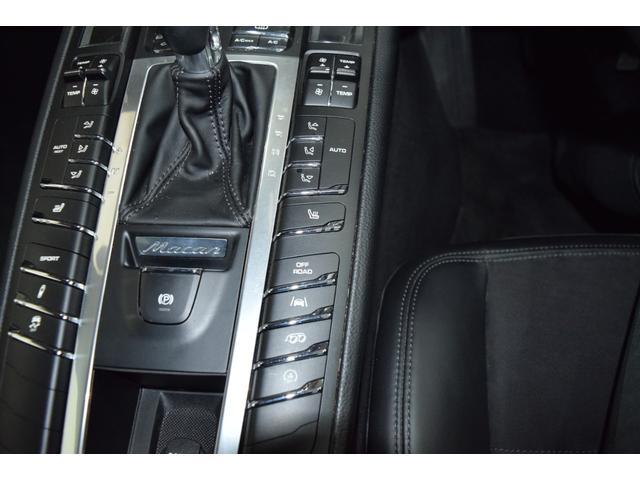 マカンGTS ターボ・4WD・純正SDナビ・サイド・バックカメラ・BOSEサウンド・パワーシート・シートヒーター・エンボス加工シート・パークセンサー・本州仕入(61枚目)