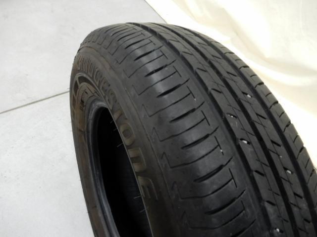 タイヤサイズは185/70R14です。