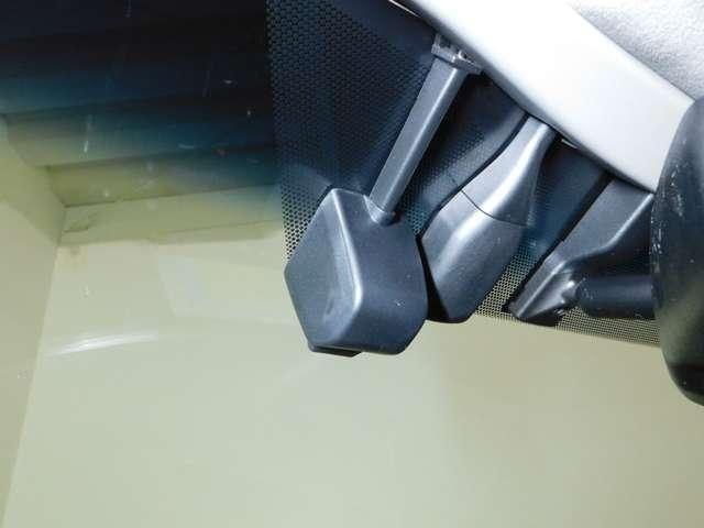 車速を一定に保ててドライバーの運転時の負担を軽減します【レーダークルーズコントロール】