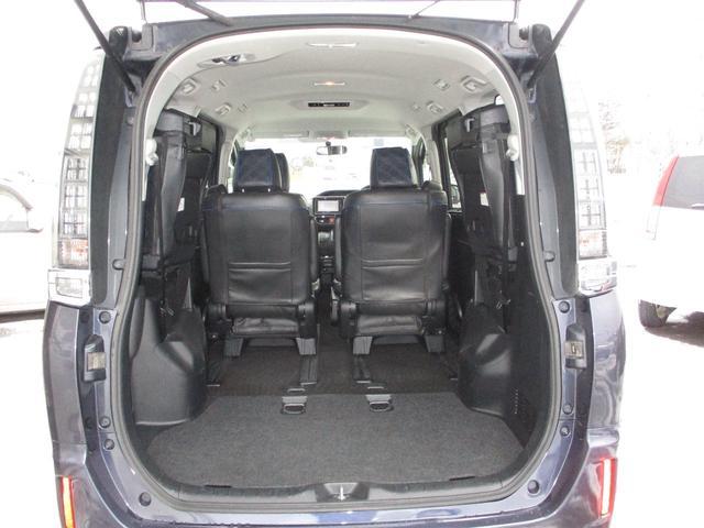 後部シートのレイアウトで大きい荷物もラクラク積めることができます。
