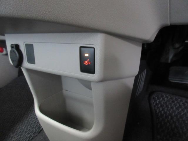 フロントシート右にはシートヒーター付き♪快適ドライブができます♪