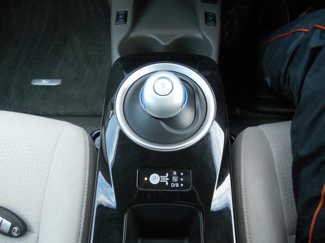 X エマージェンシーブレーキ 衝突軽減ブレーキ 横滑り防止装置 純正ナビ+Bluetooth付+フルセグTV+バックカメラ スマートキー LEDヘッドランプ シート+ハンドルヒーター 電動格納ドアミラー(11枚目)