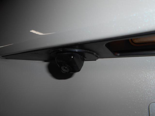 車庫入れの苦手な方、お車のサイズが大きくなることに不安を感じてっらっしゃる方に朗報!バックカメラ付き!ベテランドライバーの方でもラクラク駐車。慣れてしまうと手放せなくなります!