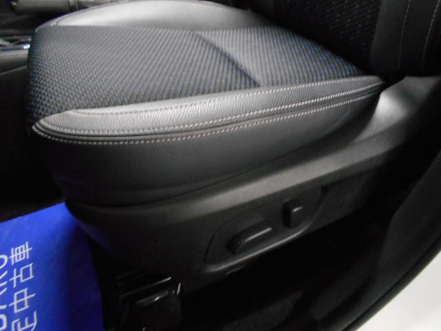 電動で、しかも無段階調整が可能です。シートのリフト(上下)幅も前後幅も大きく取られてますので、小柄の女性から大柄の男性まで、ピッタリとシートポジション調整が可能です。
