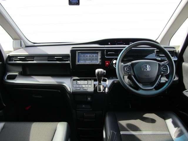 スパーダ・クールスピリット ホンダセンシング 4WD 8人乗り 純正ナビ バックモニター シートヒーター コンビシート 両側電動スライドドア 社外フロントドラレコ サイドエアバッグ ブルートゥース接続 USB端子 当社レンタカーアップ車(4枚目)