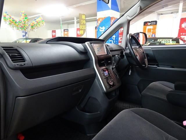 X 4WD 純正ナビ フルセグTV 寒冷地仕様 ETC 社外アルミ フォグランプ 8人乗り 禁煙車(11枚目)