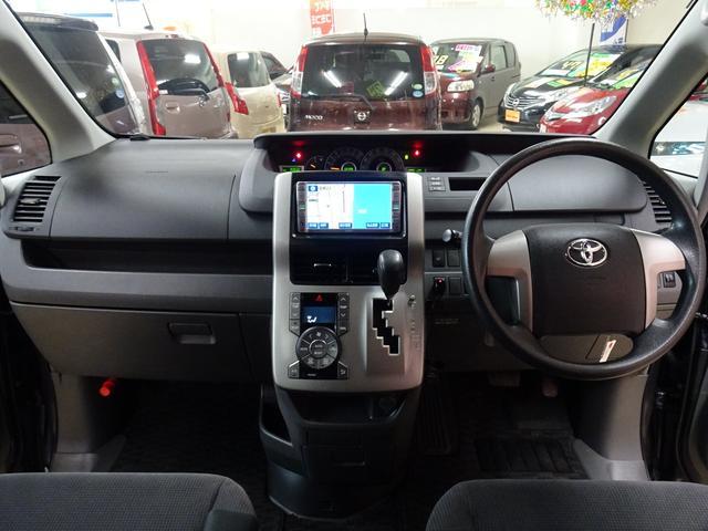 X 4WD 純正ナビ フルセグTV 寒冷地仕様 ETC 社外アルミ フォグランプ 8人乗り 禁煙車(12枚目)
