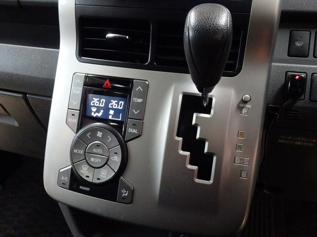 X 4WD 純正ナビ フルセグTV 寒冷地仕様 ETC 社外アルミ フォグランプ 8人乗り 禁煙車(17枚目)