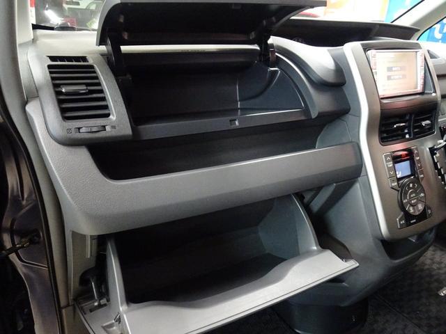 X 4WD 純正ナビ フルセグTV 寒冷地仕様 ETC 社外アルミ フォグランプ 8人乗り 禁煙車(22枚目)