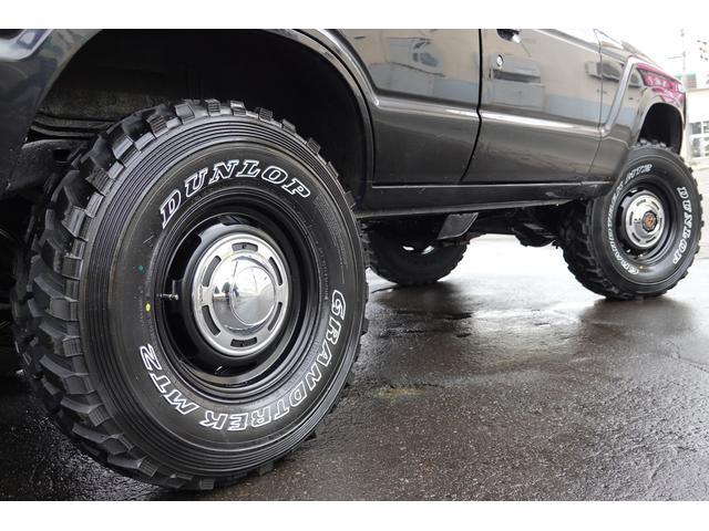 タイヤは新品ダンロップMT2をチョイス☆ホイールはクラシックなデザインの新品アルミです♪♪