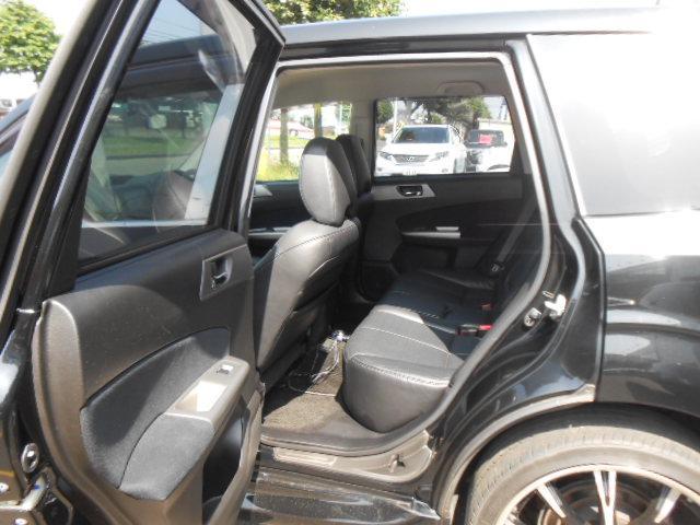 2.0XS 4WD ワンオーナー車 社外20インチアルミ(10枚目)