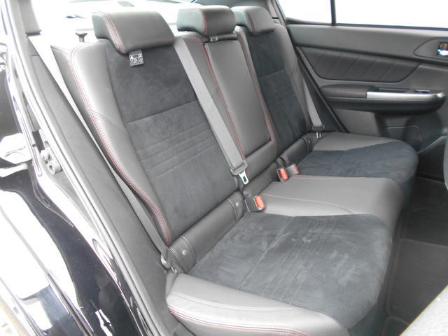 後部座席も十分な広さです!