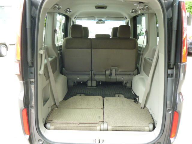 リヤシートを倒せば荷室広々、いっぱい積めます!