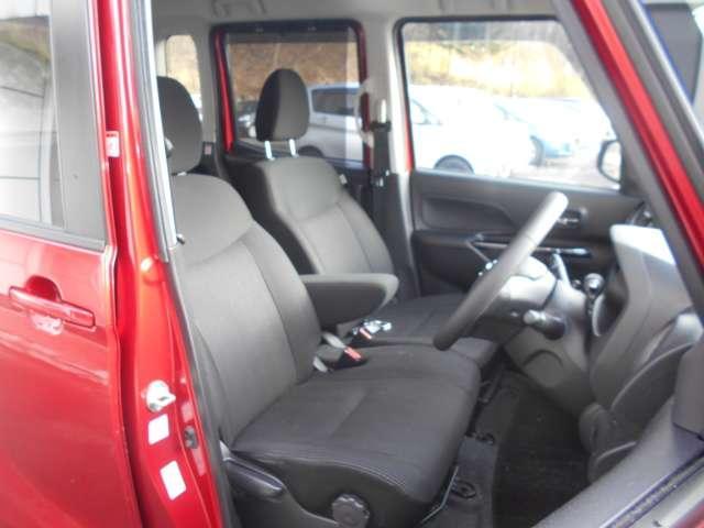 ラゲッジスペース   後席のシートを両側倒した状態  大容量で大きな空間が出来ます。  (シートは左右別々に倒すことが出来ます。)