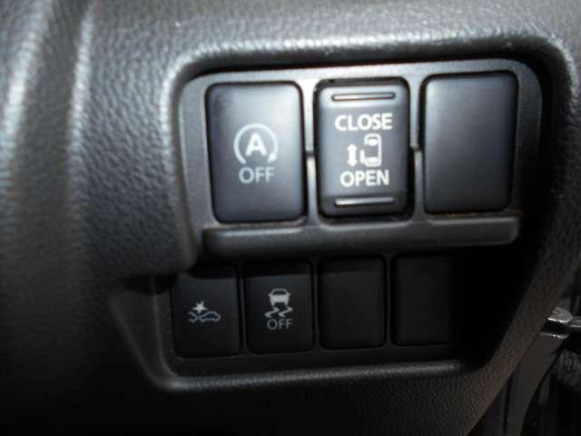 エマージェンシーブレーキ・VDC装備なのでまさかのときに役立ちます。アイドリングストップで無駄な燃料をカット! 乗り降り時に便利な助手席側オートスライドドアを装備☆