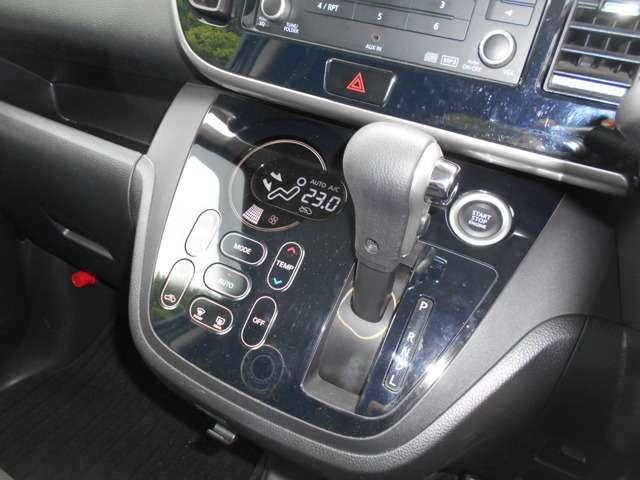 空調スイッチはタッチパネル式でスムーズな操作が可能です。