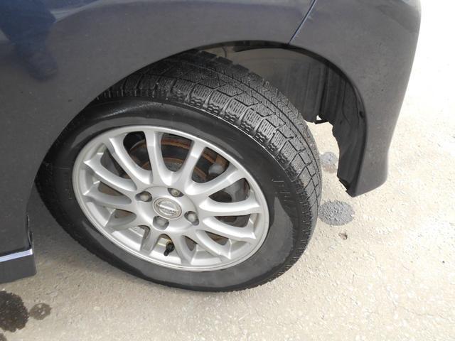 スタッドレスタイヤには純正アルミ (タイヤの残り溝は少ないのでご相談ください。)