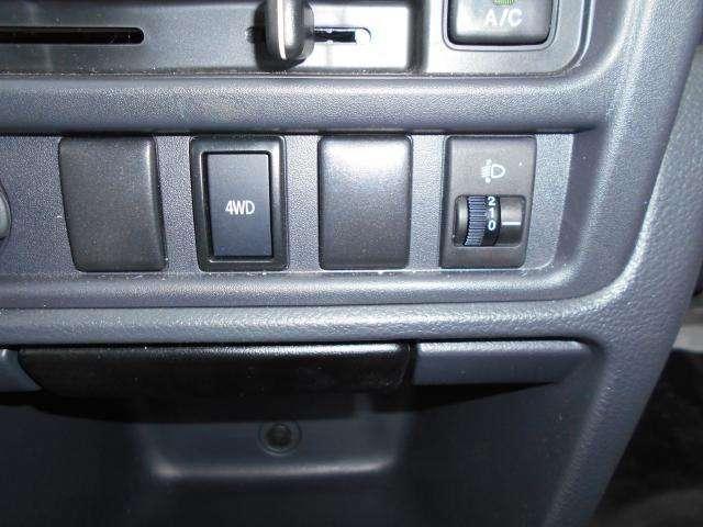 2WD⇔4WDの切り替えはワンタッチ! 走行中でも状況にあわせて切り替えられます!