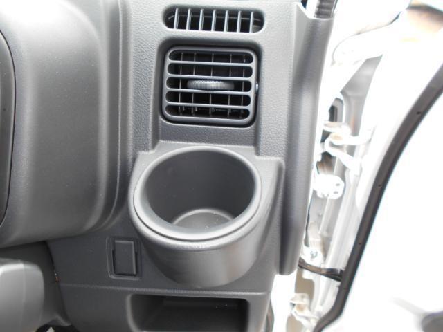 運転席のカップホルダー