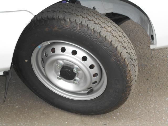 スチールホイールには夏タイヤ  (タイヤの残り溝は約7ミリです。)