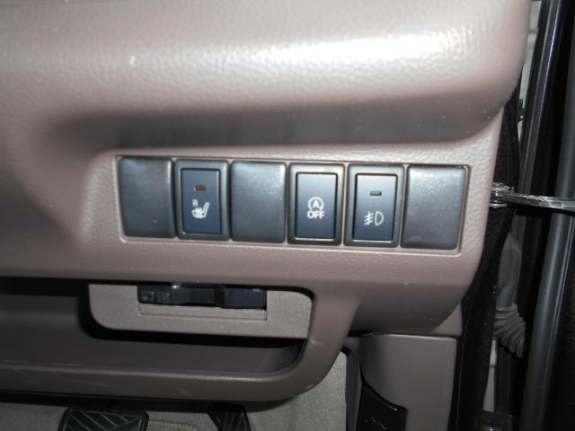 アイドリングストップで無駄燃料をカット! フォグランプ・運転席シートヒーター装備。