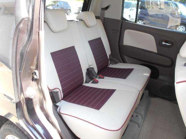 後席シートはスライド&リクライニング機能付きでゆったり出来ます。