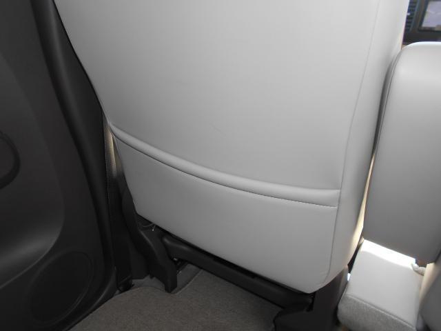 助手席シート後にはシートバックポケットを装備。
