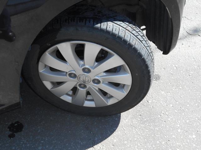 夏タイヤには純正アルミ  (タイヤの残り溝は約5ミリです。)