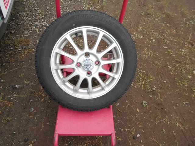 スタッドレスタイヤには純正アルミ  (タイヤの残り溝は約7ミリです。)